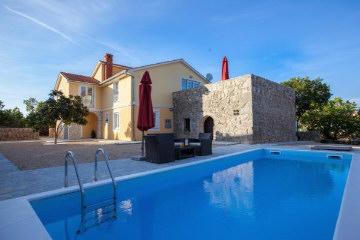 Ville di lusso con piscina sull 39 isola di krk aurea for Ville rustiche di lusso