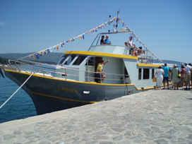 Boat Lenica docking