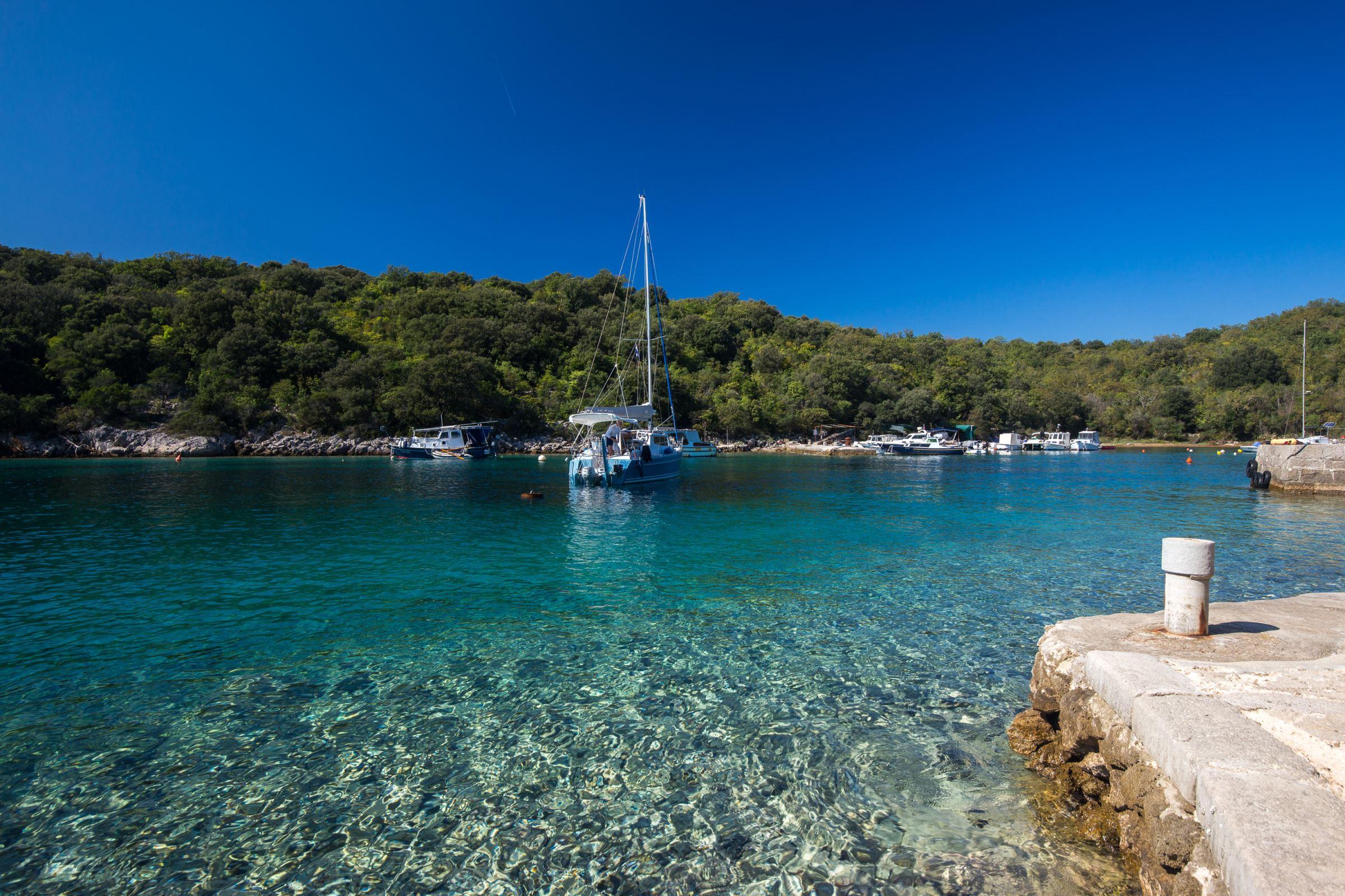 Pinezi U0107i - Otok Krk - Hrvatska