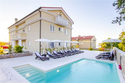 Villas and holiday houses Mande